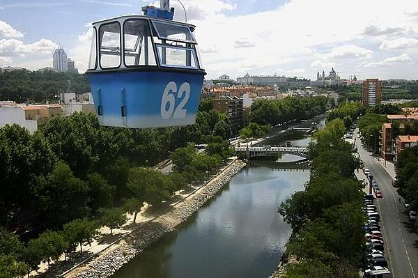 La teleferica di Madrid: a 40 metri di altezza, ha un percorso di tre chilometri
