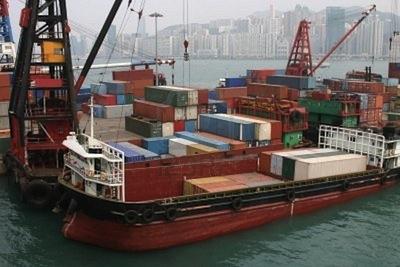 Una singola chiatta può trasportare lo stesso numero di container di decine di autocarri