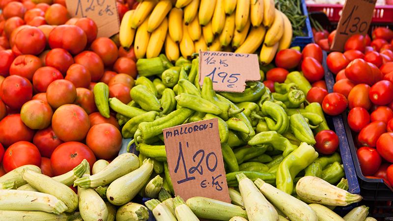 Guardare i cartellini e verificare i prezzi al Kg può essere una modalità di confronto utile per evitare confusione nell'acquisto di prodotti simili. In alcuni casi, prezzi inferiori corrispondono a quantità inferiori di prodotto.