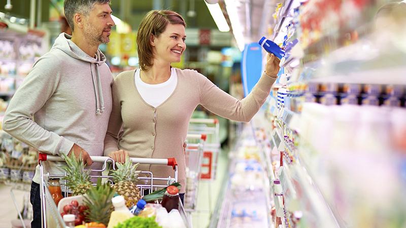 Approfittare delle offerte ma con criterio, monitorando gli oggetti di cui abbiamo effettivamente bisogno. Valutare l'acquisto di prodotti deperibili in offerta, ad esempio, è importante per evitare successivi sprechi.