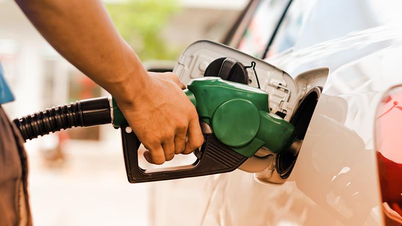 10 consigli per risparmiare benzina