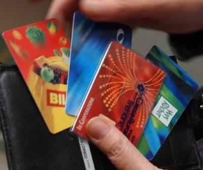 Corsa al risparmio con le carte fedeltà