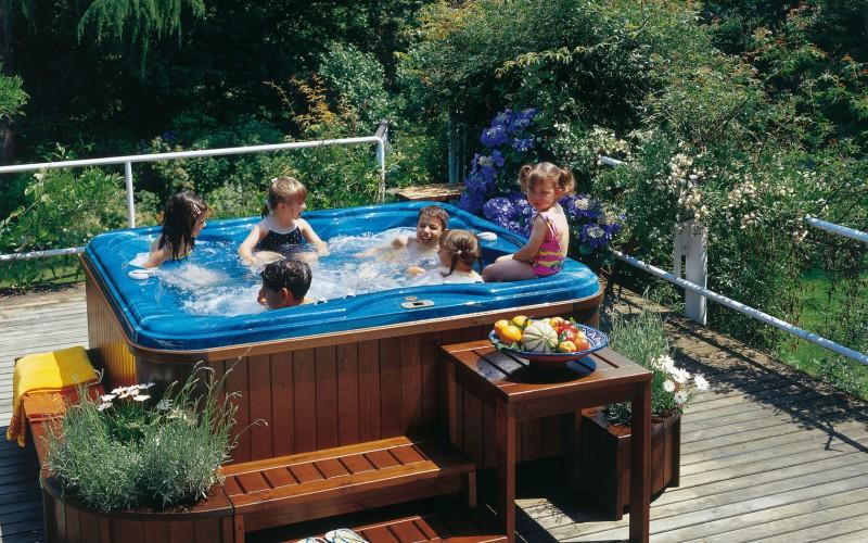 La piscina in casa, il lusso diventa per tutti