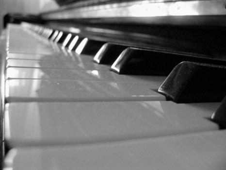 Il maestro di musica dà lezione su YouTube