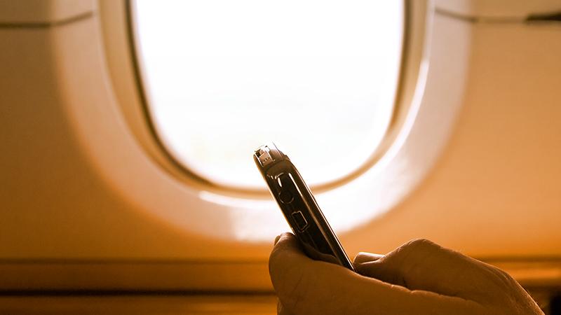 Smartphone e tablet, accesi anche in aereo