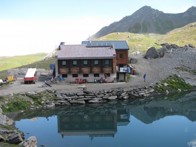 Turisti tra le montagne