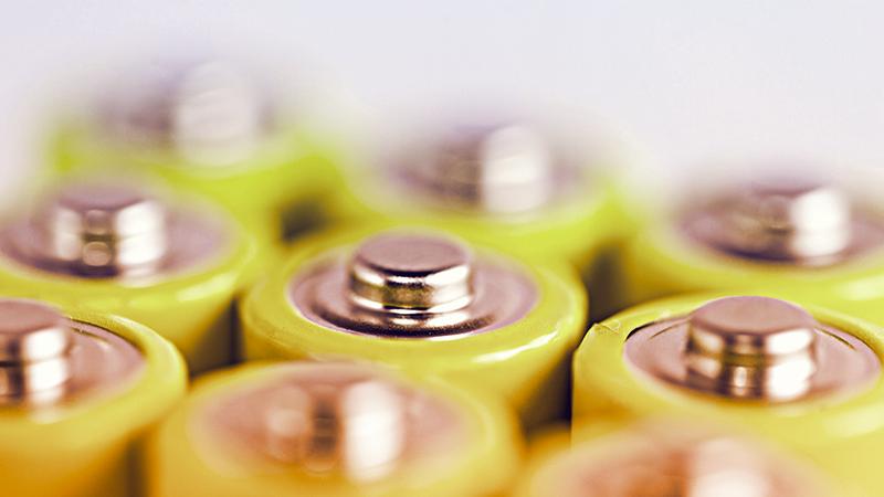 3. Le batterie alcaline - le batterie tradizionali inquinano e sono inefficienti e sono da abbandonare a favore delle ricaricabili, già oggi molto diffuse e usate nella vita quotidiana.