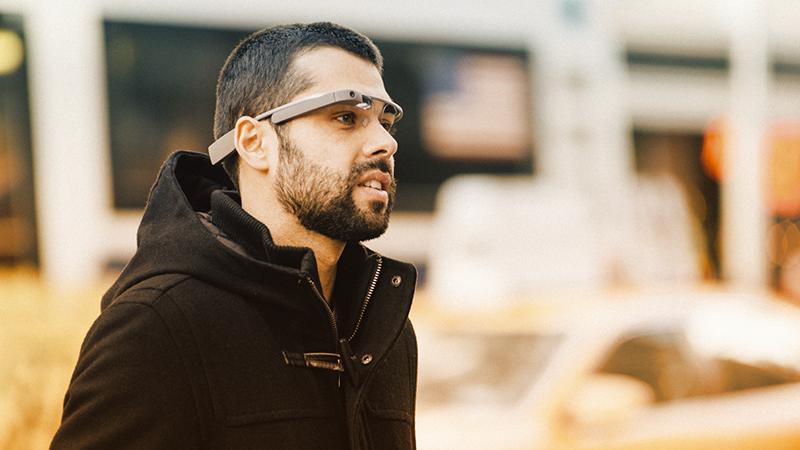 """4. I monitor - Sull'onda dei Google Glass, il classico monitor potrebbe scomparire. Il futuro delle immagini e dei video, infatti, potrebbe risiedere direttamente sulle proiezioni di questi occhiali """"speciali"""""""