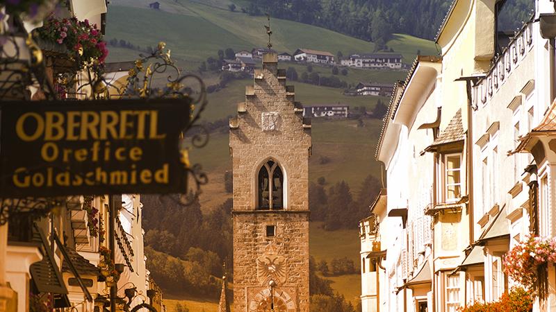 2. Vipiteno: aria pura e natura immacolata, tra prati e boschi da cartolina per la città dell'Alto Adige. Dal 20 settembre all'11 ottobre