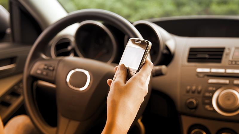 1. Non utilizzate il cellulare quando siete alla guida: secondo le ultime ricerche, circa un giovane su 4 naviga sui social network al volante. Oltre al rischio di una sospensione della patente da 1 a 3 mesi, aumenta la disattenzione e si perde la concentrazione.