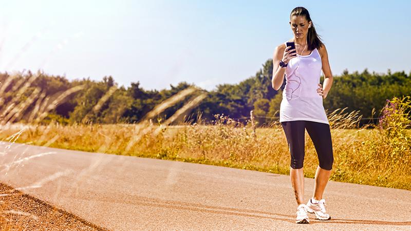 4. Ci sono tante app per allenarsi in modo più piacevole e stimolante. Se state correndo in luoghi pubblici, però, non guardate lo schermo mentre siete in movimento: potreste urtare chi vi sta attorno, con effetti poco piacevoli.