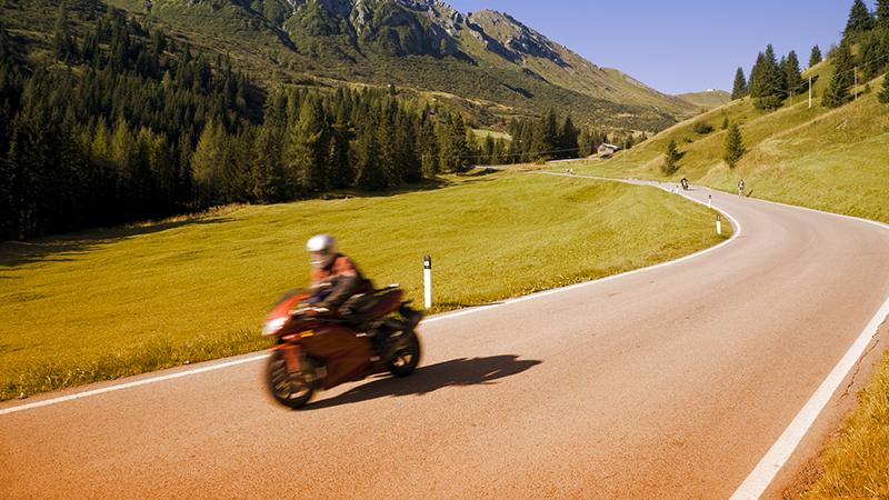 10 consigli per risparmiare sull'assicurazione della moto