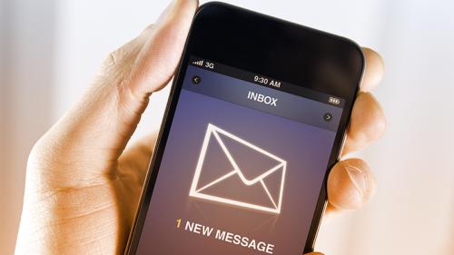 Rispondi alle e-mail di lavoro quando sei in vacanza?