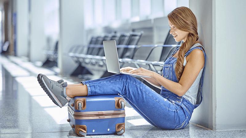 10 consigli per risparmiare sui voli dell'estate