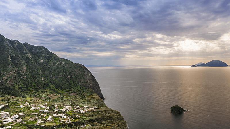 Santa Marina Salina, per vivere al massimo l'esperienza delle Eolie.