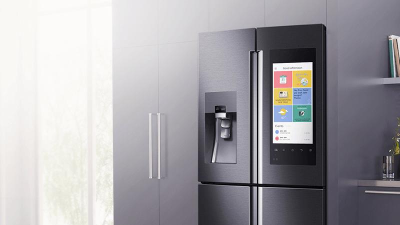 Samsung Family Hub è il frigorifero dotato di uno schermo da 21 e di tre fotocamere interne.