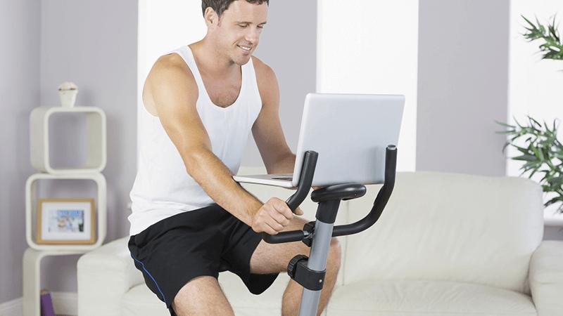 Un classico delle palestre casalinghe, la cyclette permette di tonificare imuscoli delle gambe, alzare erassodare i gluteie l'interno coscia.