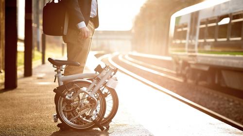 Mobilità green, spazio alla bici pieghevole