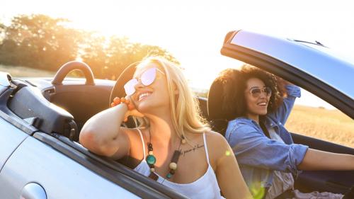 Guidare in infradito ci fa rischiare una multa?