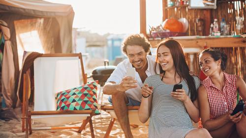 Smartphone, una valigia virtuale per le vacanze