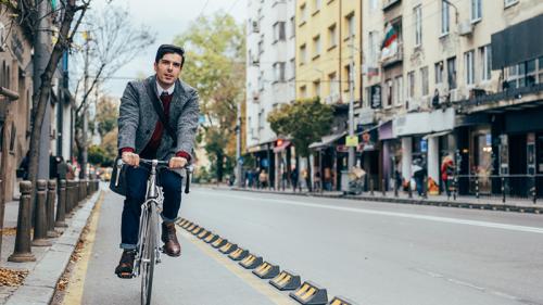 Le app e gli strumenti per muoversi in città risparmiando tempo (e senza stress)