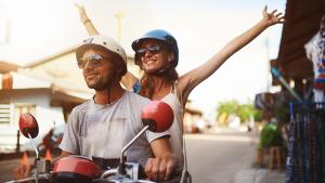 Codice della strada, nuove regole sul piatto per auto, bici e moto
