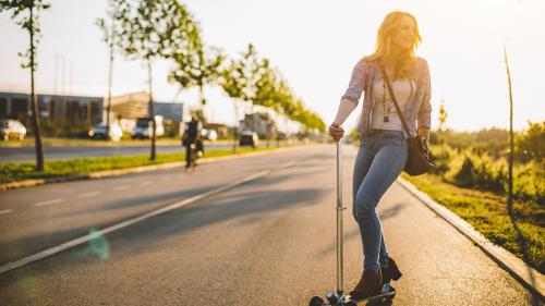 Micro-mobilità sostenibile, spostarsi in città con monopattini, hoverboard e non solo