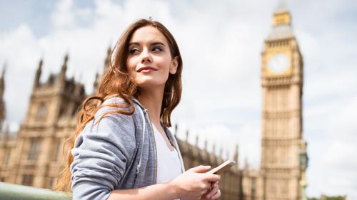 Chiamate e sms all'estero, l'Unione europea taglia i costi