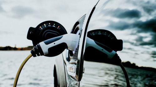 Cleantech, la corsa dell'auto elettrica non si ferma